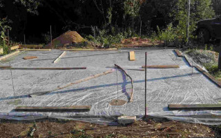 Правильный уход за бетоном после заливки в летнее и зимнее время, правила ухода за бетонной смесью