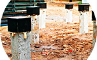 Обустройство фундамента на бетонных сваях